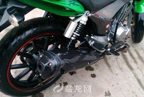 出售才买6个月的钱江龙摩托车